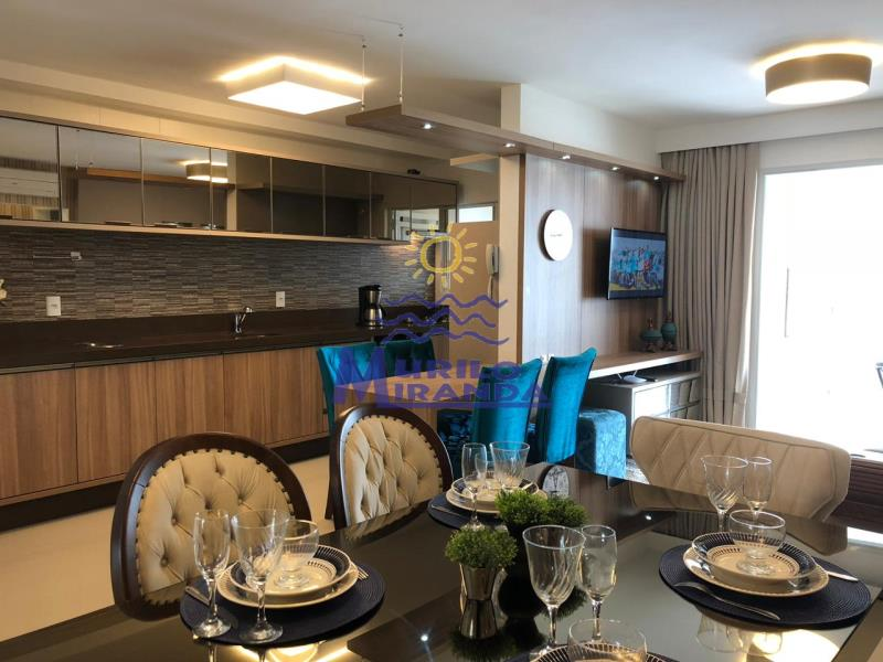 Sala de jantar, cozinha e sala de estar