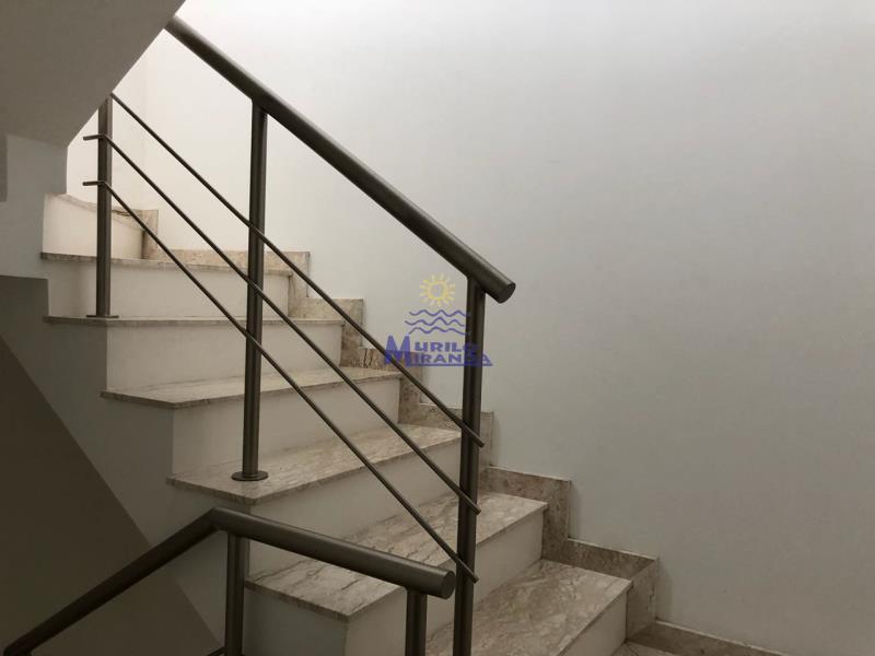 Escada de acesso a área da piscina