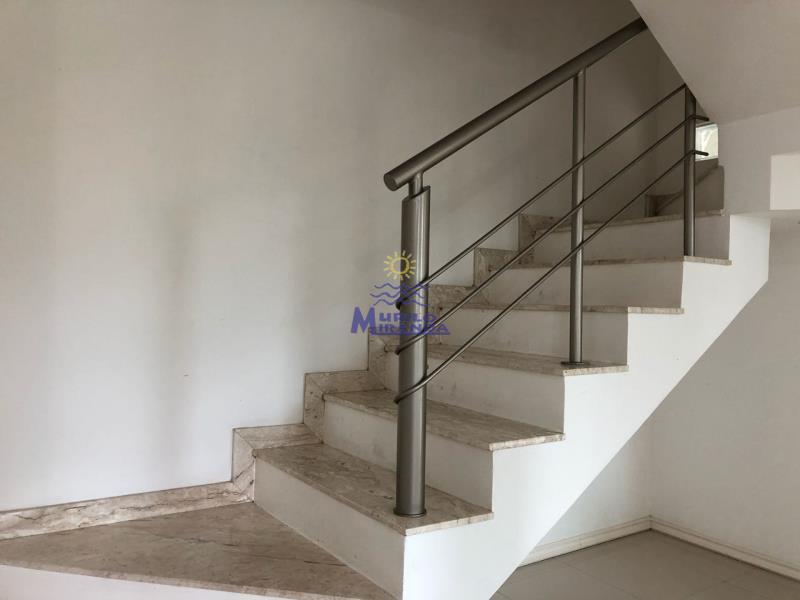 Escada de acesso ao 2º andar