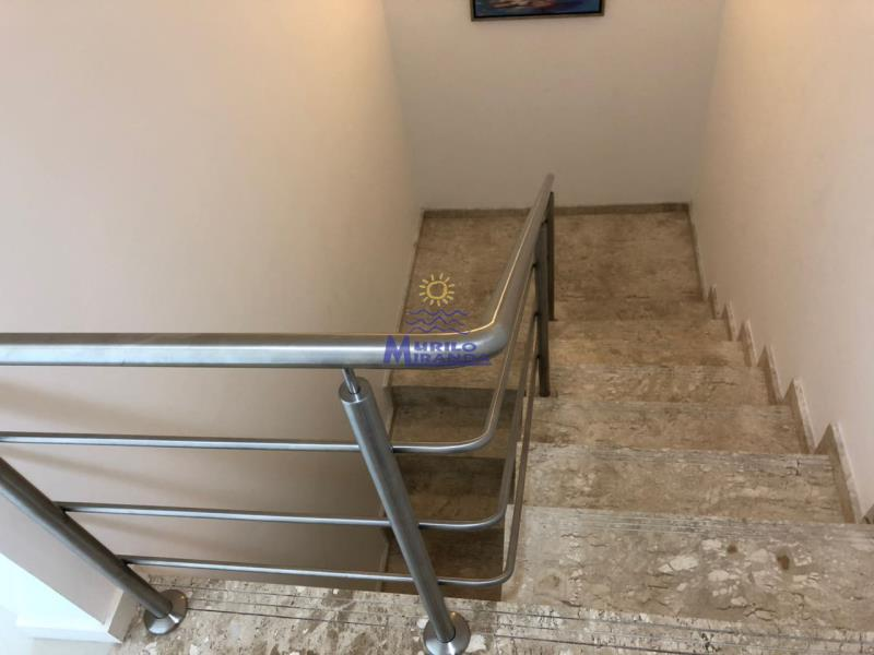 Escada de acesso ao 2º andar da cobertura