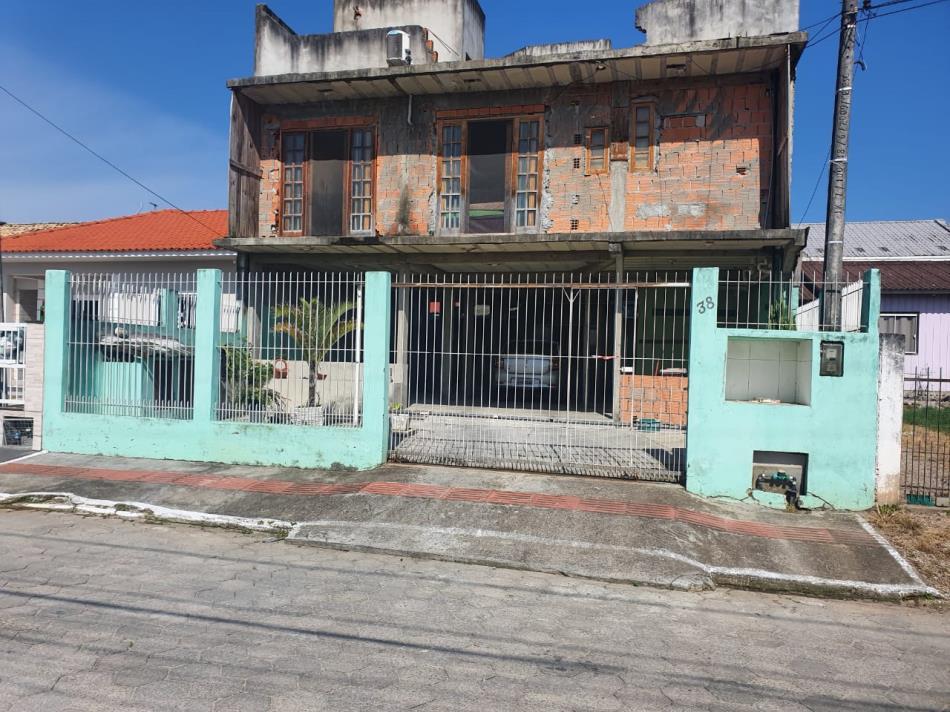 Casa-Codigo-826-a-Venda-no-bairro-Forquilhas-(-Ceniro-Martins-)-na-cidade-de-São-José