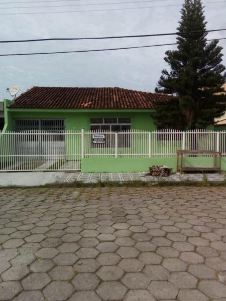 Casa-Codigo-80-a-Venda-no-bairro-Carianos-na-cidade-de-Florianópolis