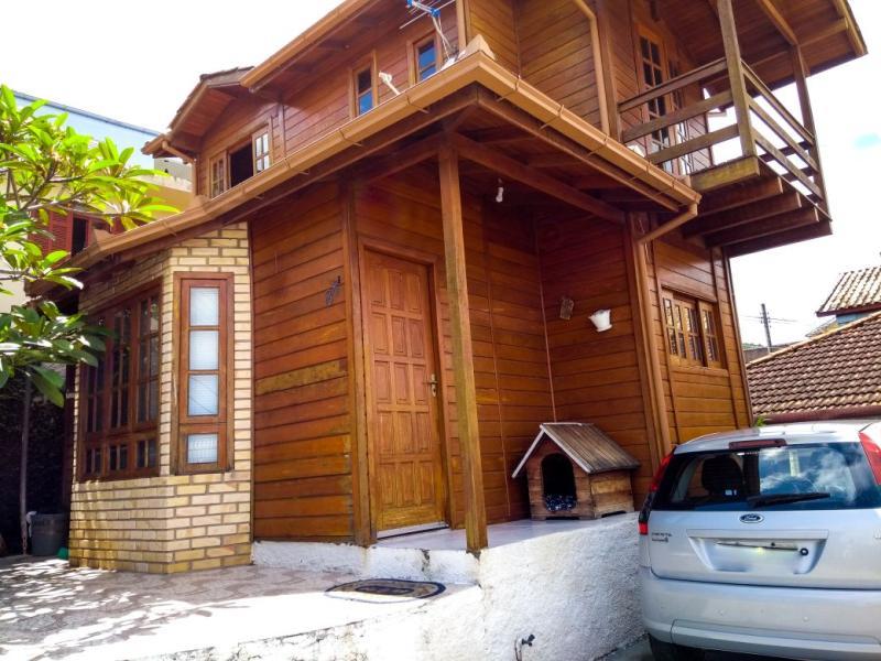 Casa-Codigo-962-a-Venda-no-bairro-Costeira do Pirajubaé-na-cidade-de-Florianópolis