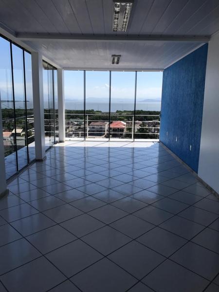 Casa-Codigo-995-a-Venda-no-bairro-Costeira do Pirajubaé-na-cidade-de-Florianópolis