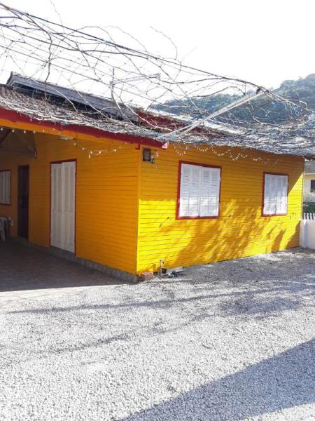 Casa-Codigo-1021-para-alugar-no-bairro-Saco dos Limões-na-cidade-de-Florianópolis