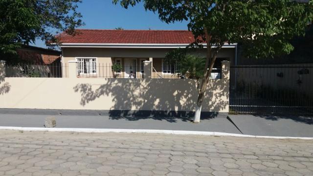 Casa Código 550 a Venda no bairro Barra do Aririú na cidade de Palhoça Condominio