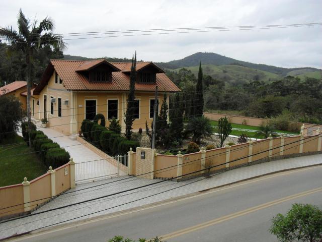 Casa Código 643 a Venda no bairro Centro na cidade de Águas Mornas Condominio