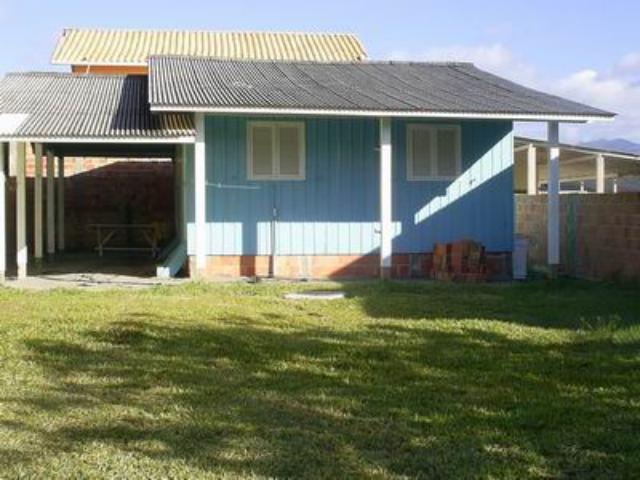 Casa Código 724 a Venda no bairro Praia do Meio (Ens Brito) na cidade de Palhoça Condominio