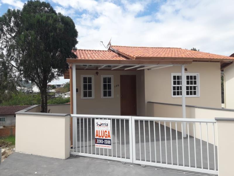 Casa Código 2030 para alugar no bairro São Francisco na cidade de Santo Amaro da Imperatriz Condominio