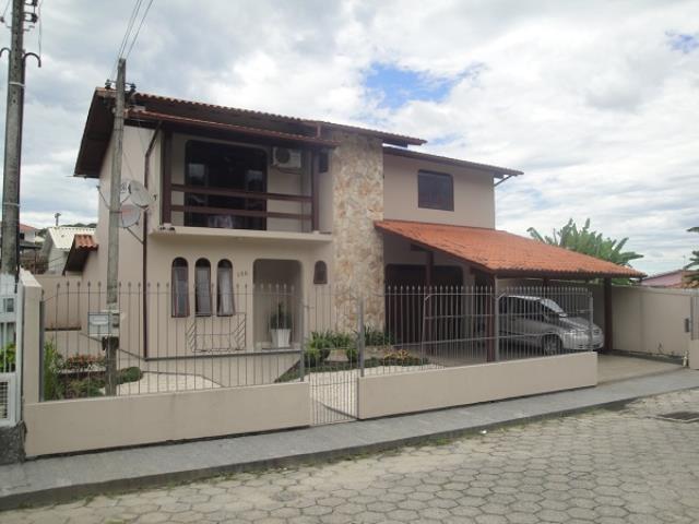Casa Código 2456 a Venda no bairro Fazenda Santo Antônio na cidade de São José Condominio