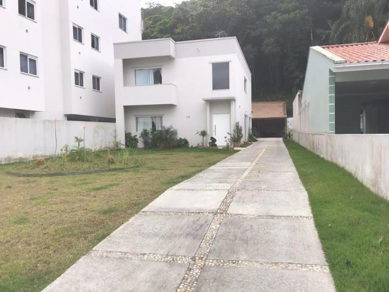 Casa Código 2650 a Venda no bairro Centro na cidade de Santo Amaro da Imperatriz Condominio