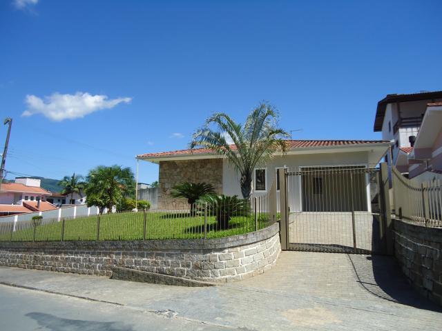 Casa Código 2904 para Alugar  no bairro São Francisco na cidade de Santo Amaro da Imperatriz