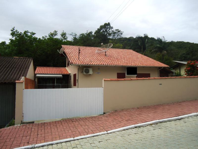 Casa Código 3706 a Venda no bairro Caldas da Imperatriz na cidade de Santo Amaro da Imperatriz Condominio