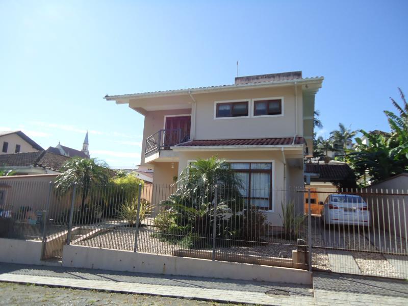 Casa Código 3758 para alugar no bairro Centro na cidade de Santo Amaro da Imperatriz Condominio