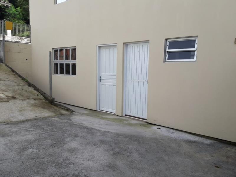 Casa Código 3929 para alugar no bairro Vargem dos Pinheiros na cidade de Santo Amaro da Imperatriz Condominio
