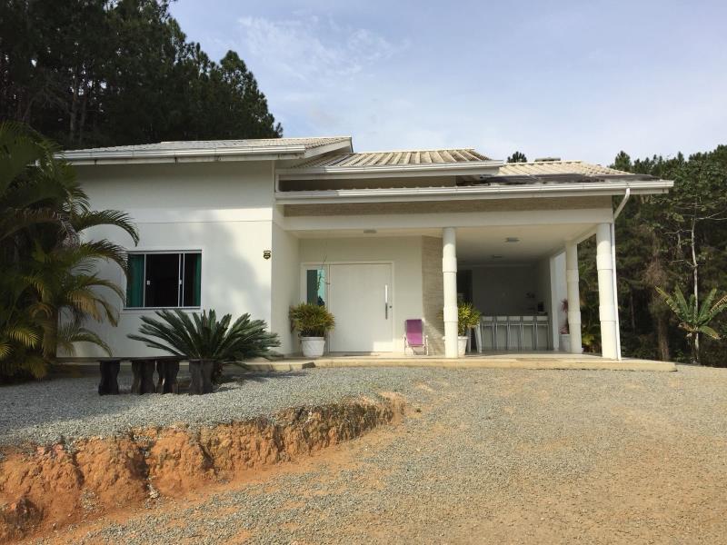 Casa Código 4030 a Venda no bairro Vila Santana na cidade de Santo Amaro da Imperatriz Condominio