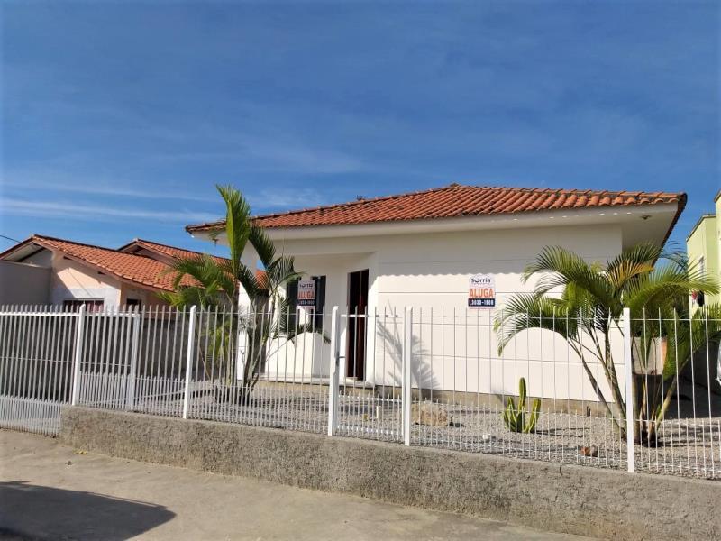 Casa Código 4292 para alugar no bairro Barra do Aririú na cidade de Palhoça Condominio