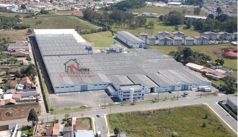 Barracão em Ouro Fino/ Costeira  a 2000 metros do centro da cidade  Galpão Logístico/Industrial em São José dos Pinhais.  a 2000 metros do centro da cidade e 2,5 Km do Aeroporto e 75 km de Paranaguá  Próximo de grandes multinacionais como Volkswagen, Renault, O Boticário e Nutrimental.  Espaços de 4.000m² a 20.000m² componível,  2 Docas de carregamento  Pé direito com 7 metros  Area de  4.000 / 6.000 / 10.000 / 16.000 e 20.000m²  a pronta entrega ao preço de R$ 8,00m²   ENTRE EM CONTATO CONOSCO, SAIBA MAIS E AGENDE SUA VISITA: 41 3090-9600  * CRECI-5061-J  ** Valor sujeito à alterações sem aviso prévio