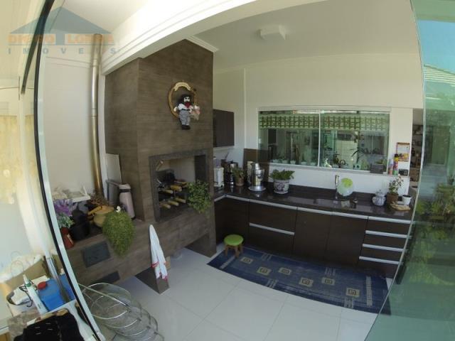 Area da churrasqueira com saida para jardim interno