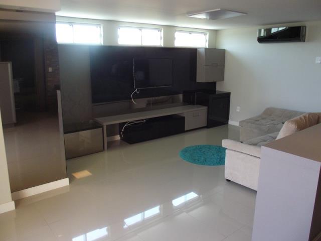 Sala de TV ampla montada e com Split Instalado.