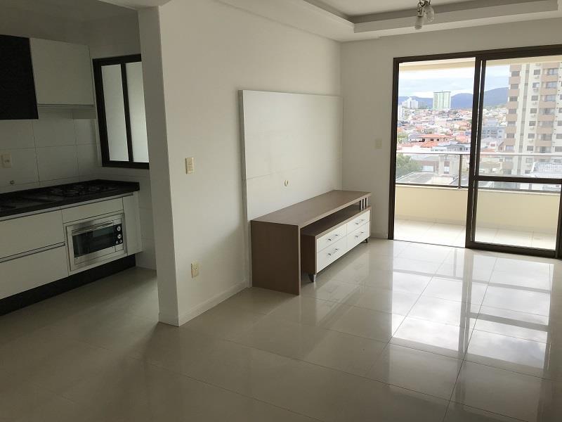 Sala integrada com cozinha e sacada