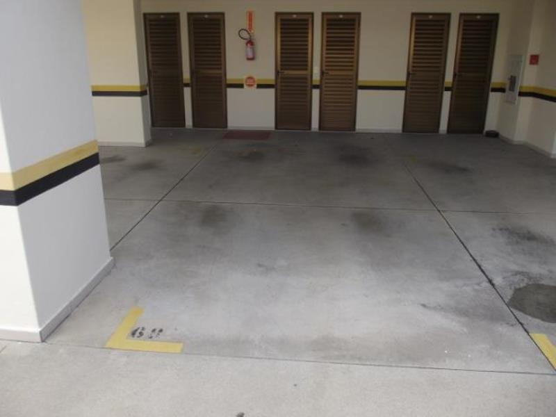 Garagem Livre e coberta com Box.