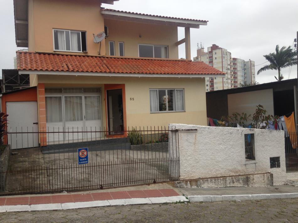 Casa - Código 819 a Venda no bairro Barreiros na cidade de São José - Condomínio