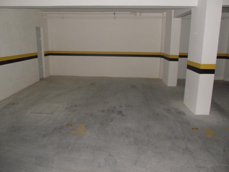 Garagem livre e coberta de fácil acesso.