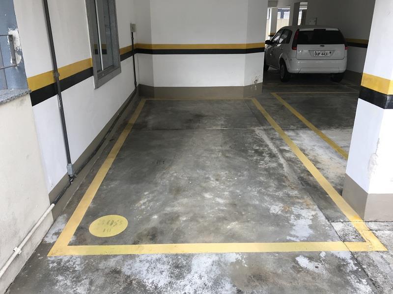 Garagem livre e coberta de fácil acesso