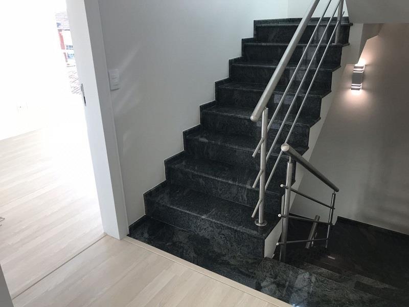 Escadarias com puxadores de alumínio