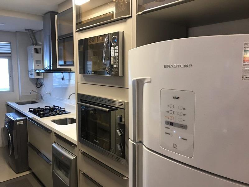 Cozinha com armários planejados