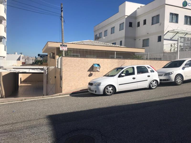 Casa - Código 1135 a Venda no bairro Barreiros na cidade de São José - Condomínio