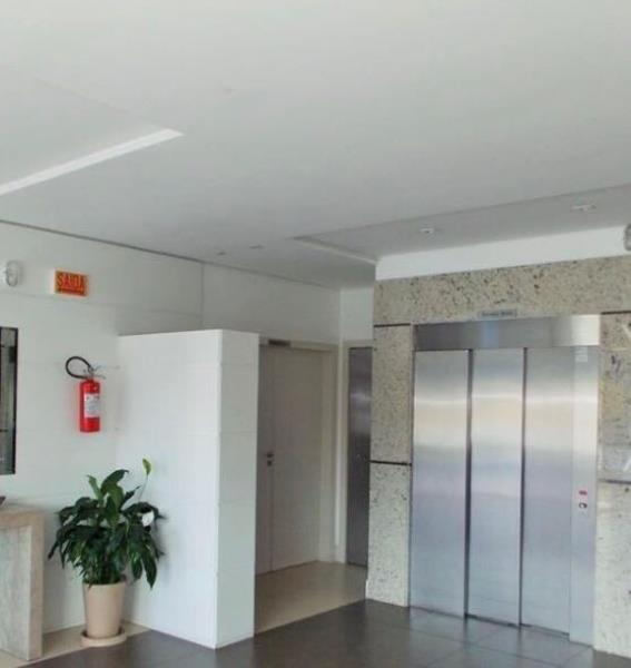 Hall de entrada com 02 elevadores