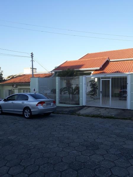 Casa - Código 1474 Aluguel Anual e Venda  no bairro Barreiros na cidade de São José