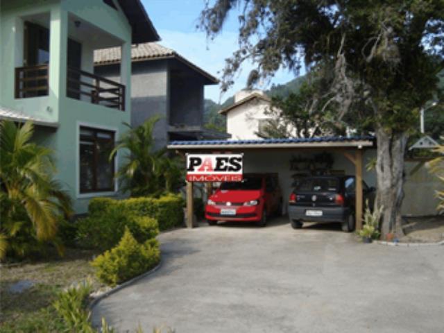 19. Garagem coberta para dois carros