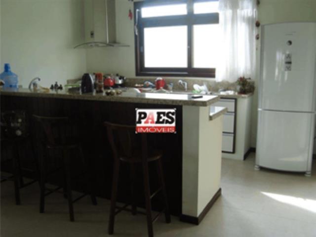 33. Cozinha com móveis sob medida