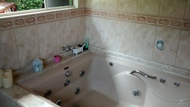 25. Suíte com banheira de hidromassagem