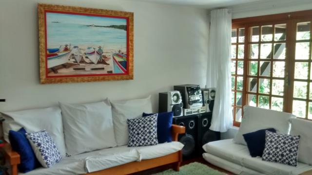 35. Sala ampla e bem decorada