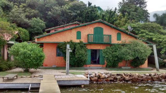 9. Casa de frente para a lagoa