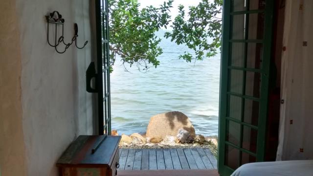 42. Kitnet com suíte com acesso para a lagoa