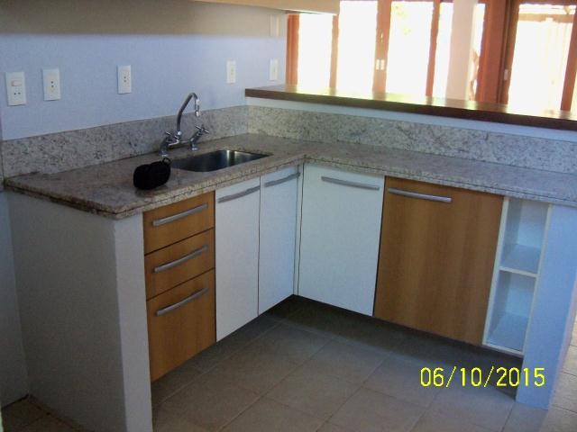 23. Cozinha com armários embutidos