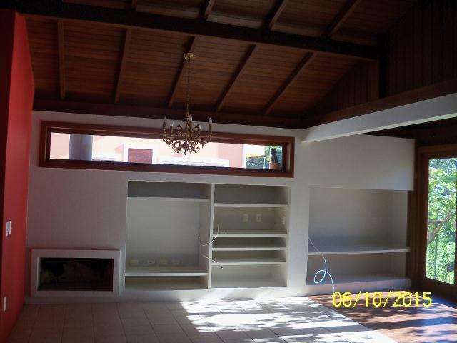 15. Sala de estar com lareira