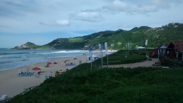 Casa-Codigo-484-para-Alugar-na-temporada-no-bairro-Praia-Mole-na-cidade-de-Florianópolis