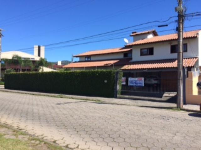 Casa-Codigo-644-a-Venda-no-bairro-Santa-Mônica-na-cidade-de-Florianópolis