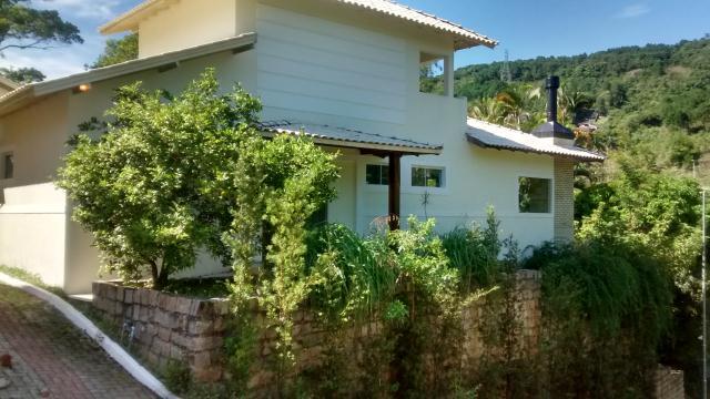 Casa-Codigo-730-a-Venda-no-bairro-Itacorubi-na-cidade-de-Florianópolis