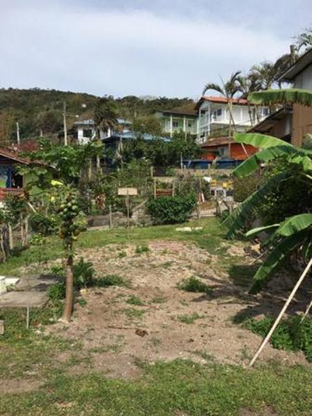 Terreno-Codigo-910-a-Venda-no-bairro-Barra-da-Lagoa-na-cidade-de-Florianópolis