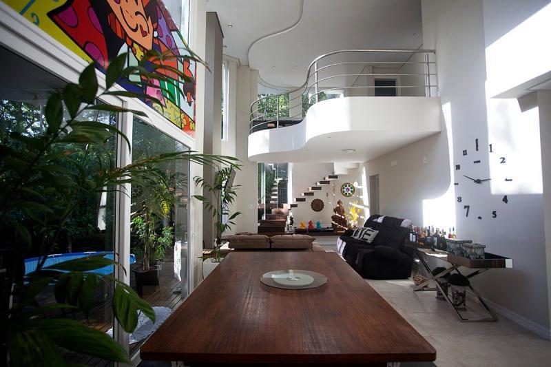Casa-Codigo-913-a-Venda-no-bairro-Itacorubi-na-cidade-de-Florianópolis