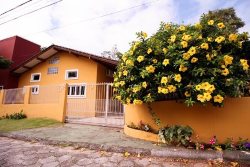 Casa-Codigo-977-para-alugar-no-bairro-Rio-Tavares-na-cidade-de-Florianópolis