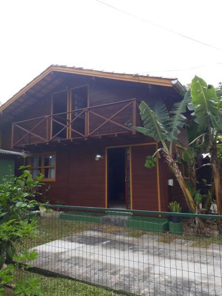 Casa-Codigo-996-para-alugar-no-bairro-Lagoa-da-Conceição-na-cidade-de-Florianópolis