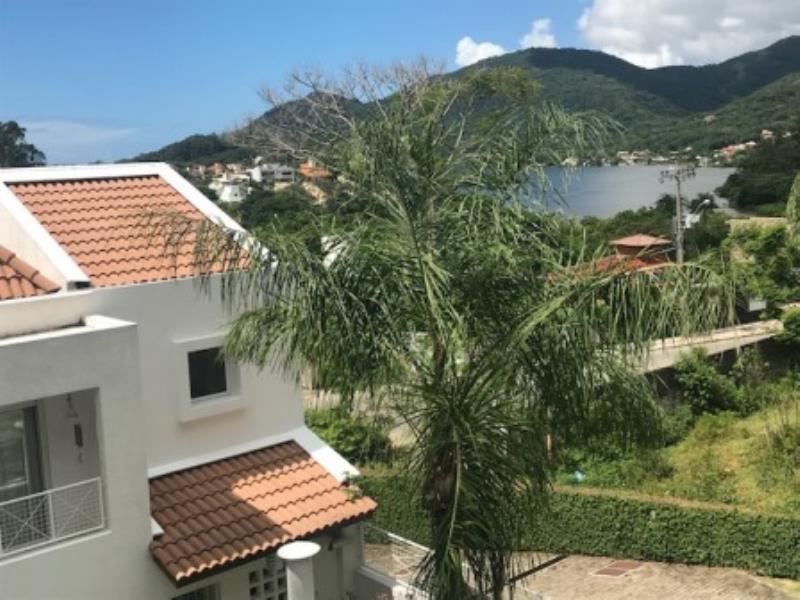 Casa-Codigo-1032-a-Venda-no-bairro-Lagoa-da-Conceição-na-cidade-de-Florianópolis